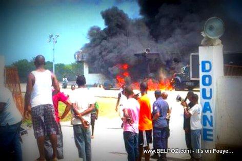 PHOTO: Haiti - La Douane Trou-Du-Nord BOULE