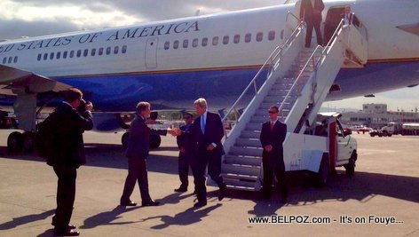 PHOTO: U.S. Secretary of State John KERRY land in Haiti