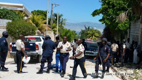 PHOTO: Haiti Police in front of Home of Candidate Jovenel Moise