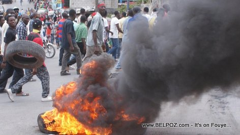 PHOTO: Haiti Manifestation, Tires Burning