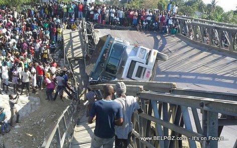 PHOTO : Haiti Bridge Collapse - Route Neuf Bridge in Port-au-Prince