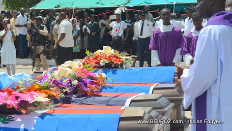 Photo - Hinche Haiti, 5 Cerceuils, Funerailles Victim DIFE Pump Gasoline