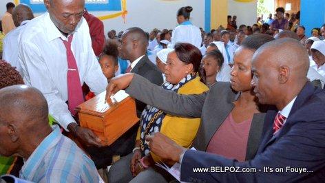 PHOTO: Haiti - Frè Jovenel ale Legliz... LOL...