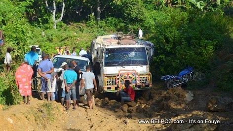 PHOTO: Driving in Haiti - BAD Road Conditions - Savannette Sou Dlo