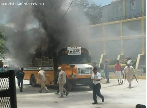 PHOTO: Dominican Immigration Bus on fire