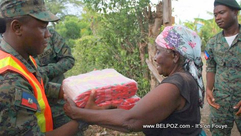 PHOTO: Haitian Soldiers distributing food in Northern Haiti after Hurricane Irma
