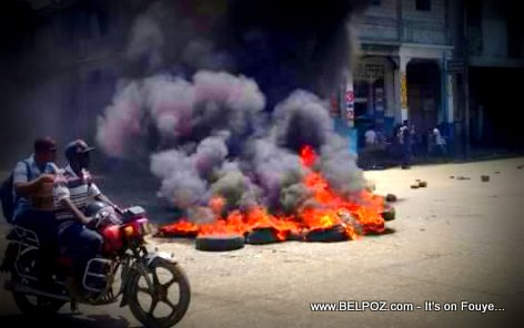PHOTO: Manifestation in Haiti, Tires Burning