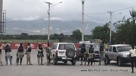 Haiti Photo: Road to Port-au-Prince International airport BLOCKED by Police