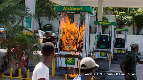 Haitians protesters decide to burn down a gas station during a street protest
