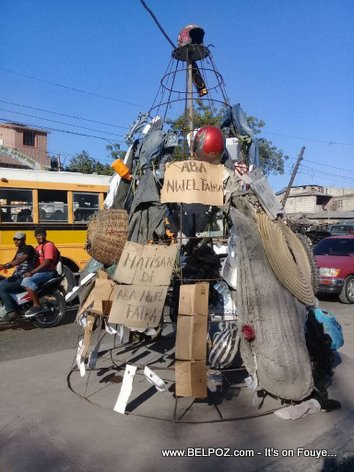 PHOTO: Haiti Christmas Tree made out of Trash - Matisan di Aba Nwel Fatra