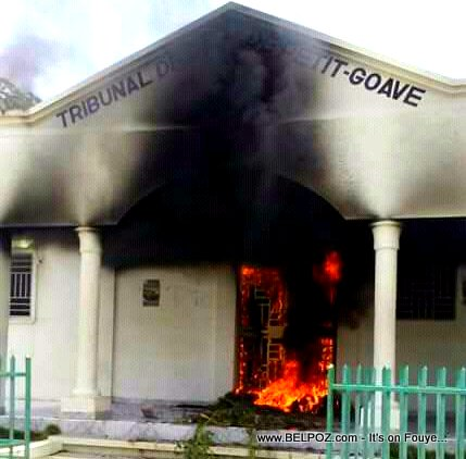 PHOTO: Haiti - Tribunal de Paix de Petit-Goave burned down during street protest
