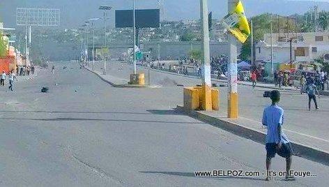 PHOTO: Haiti - Empty streets, no cars on the road