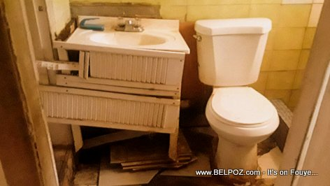 Look at the toilet condition of a poor Haitian tenant in a Little Haiti Miami apartnent