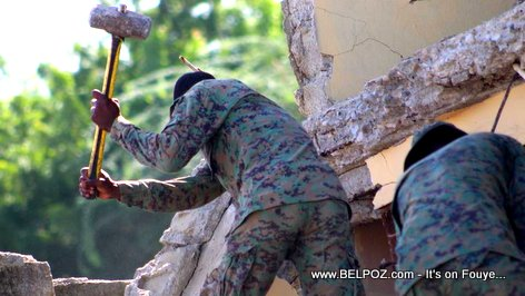 PHOTO: Haitian Army soldiers clearing the rubble after the earthquake in Port-de-Paix