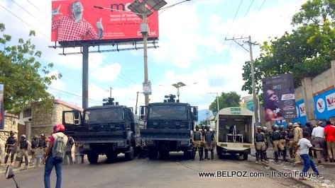 Standoff at Delmas 60 - Haitian Police preventing protesters from going to Petionville
