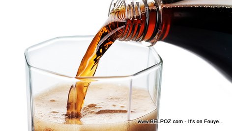 PHOTO: Pouring Soda in a Glass