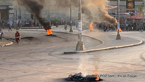 PHOTO: Haiti Pays Lock - Tires burning at Carrefour Aeroport, Delmas Haiti