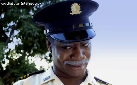 Tonton Bicha, Police Officer