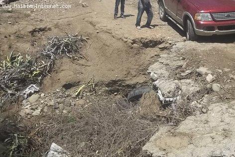 Haiti Dirt Roads - Boc Banic, Cliff on The Road
