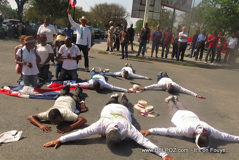 7 Dominicans in Champs-de-Mars Haiti begging for peace