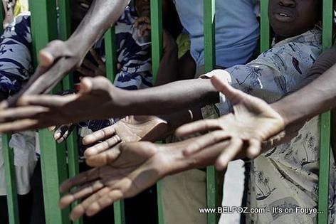 Pep Haitien lonje men yo pou resevwa kichòy, anyen pa poko tonbe...