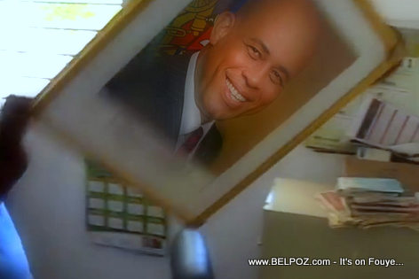 Haiti - President Martelly Portrait Ripped Off a Courthouse Wall