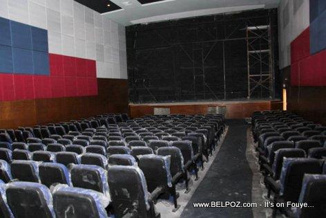 PHOTO: Haiti - Yon salle cinema andedan Cine Triomphe