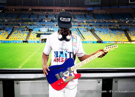 Wyclef Jean trying his fresh new Guitar at Brazil Stadium