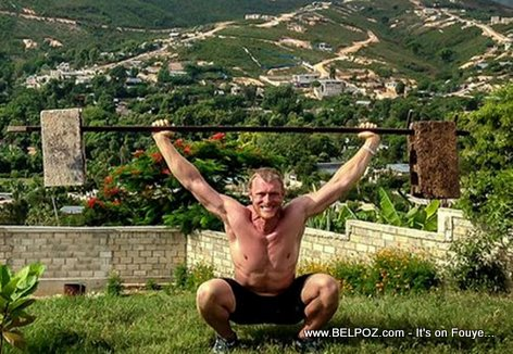 PHOTO:  Haiti -Yon Blan ki ap leve fè - Weight Lifting in Haiti