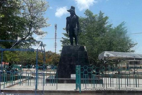 Statue Empereur Dessalines, Place d'Armes Marchand-Dessalines Haiti