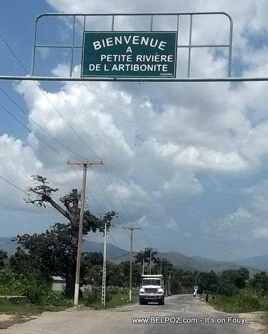 PHOTO: Haiti - Petite Rivierre de l'Artibonite - Route la asphalte rive Verrette