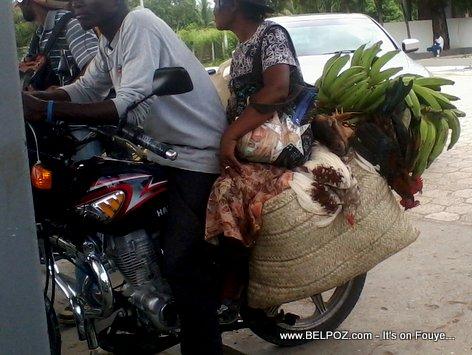 Haiti - Taxi Moto ak Makout poul kabrit bannan nan Station Gazoline