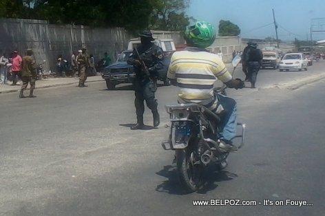 Haiti - La Police ap Gere Lari-a
