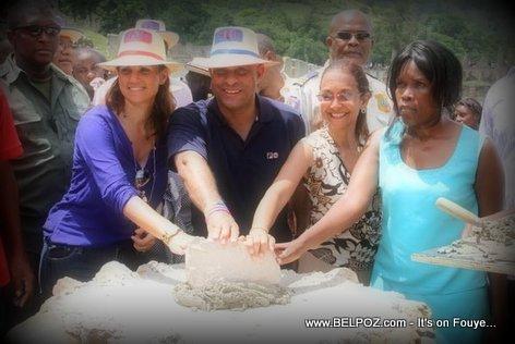 PHOTO: Milot Haiti - Reconstruction Palais Sans-Souci,  le Premier ministre Laurent Lamothe pose la première pierre