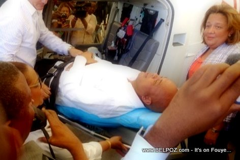 PHOTO: Haiti Air Ambulance ak Patient President Michel Martelly
