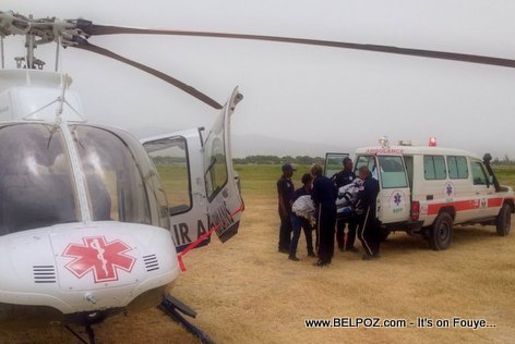 PHOTO: Haiti Air Ambulance - Yon Diabetik monte Helicopter Ambulance la pou ale lopital Cap Haitien