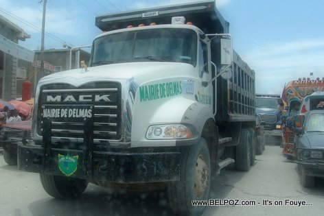 PHOTO: Haiti - Gro Camion Mack Bascule - Mairie de Delmas