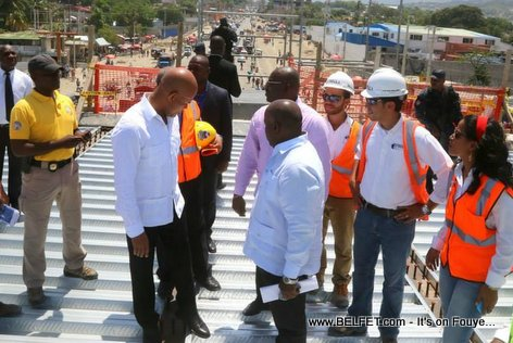 PHOTO: Haiti - President Martelly on top of the Overpass at Autoroute de Delmas