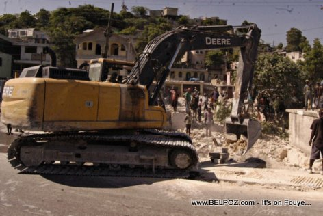 PHOTO: Haiti - Demolition an komanse pou fe plas pou Wout Anwo Wout Anba nan Carrefour