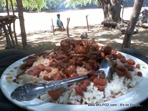 PHOTO: Haiti - Yon bèl plat Diri Sòs Pwa ak Vyann bò Latibonit, 50 Goud