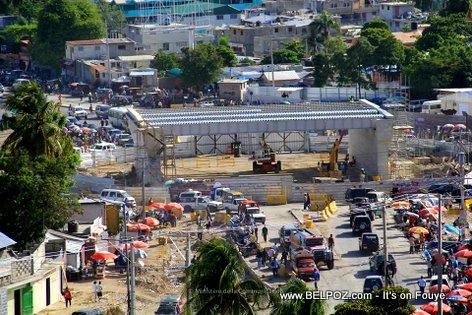 PHOTO: Haiti - Construction wout anto wout anba - Auto Route de Delmas Kafou Aeroport...