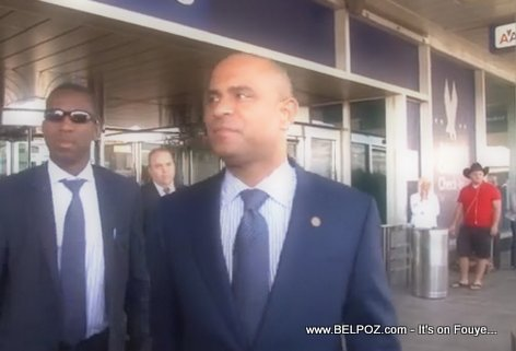 PHOTO: Haiti - PM Laurent Lamothe Vwayaje COACH ale New York La Guardia Airport
