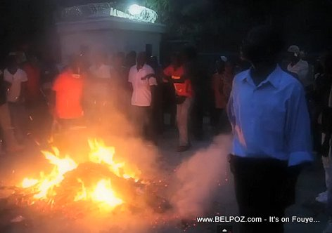 PHOTO: Haiti - FIRE in front of Aristide Mansion in Tabarre...