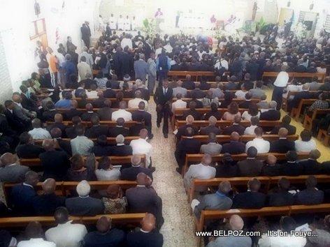 PHOTO: Haiti - Lantèman Jean Claude Duvalier, Anpil moun te vini rann dènye omaj...