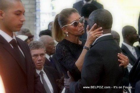 PHOTO: Haiti - Lantèman Jean Claude Duvalier - Michele Bennett ap kriye nan bra Colonel Joseph Baguidy...