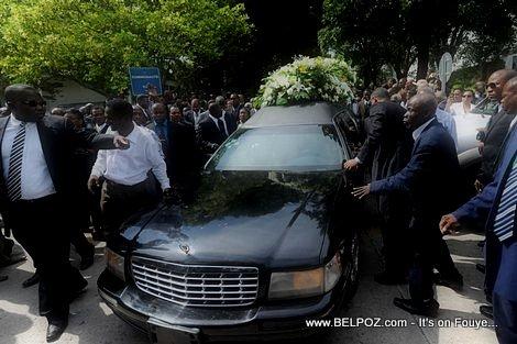 PHOTO: Haiti - Lantèman Jean Claude Duvalier - Men Kòbya a k-ap pase...