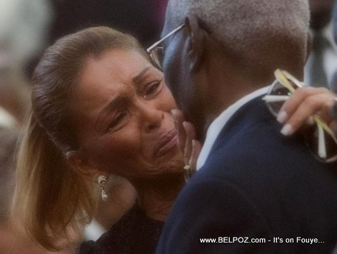 PHOTO: Haiti - Michele Bennett ap kriye nan lantèman Babydoc Jean Claude Duvalier