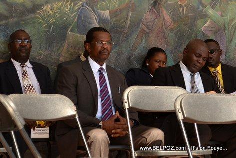 PHOTO: Otorite nan ville Hinche Haiti reyini pou anivèsè lanmò Charlemagne Peralte, 31 Oct 2014