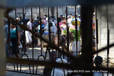 PHOTO: Hinche Haiti - Mache a pran vil la net... Kisa Gouvenman an ap fe?