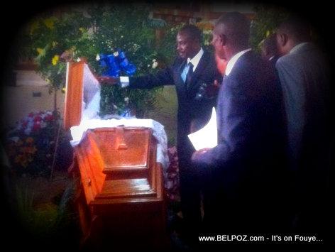 PHOTO: Haiti - Senateur Moise Jean Charles di Manman li yon dernier Adieu